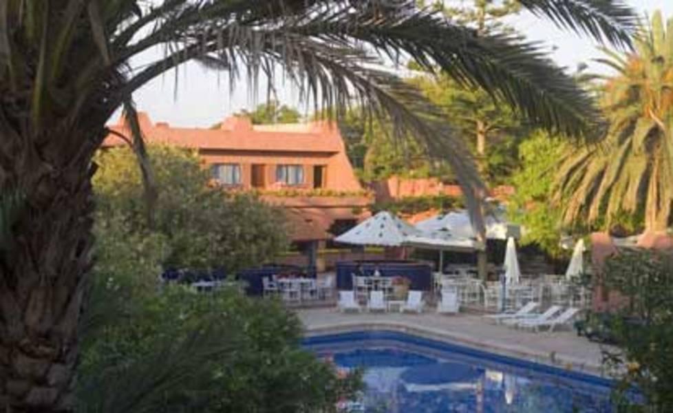 Modern travel agency for Club rabat piscine